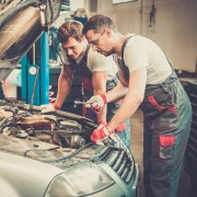 7 ways to maintain your car's engine oil