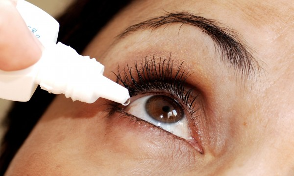 2 common causes of itchy eyes and ways to get relief