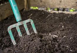 Build your own backyard compost bin