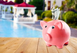 How to effectively manage and save your money on vacation