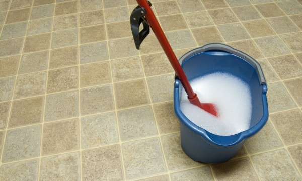 The pros and cons of vinyl and linoleum flooring