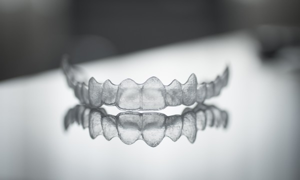 Teeth straightening without braces? It's possible with Invisalign!