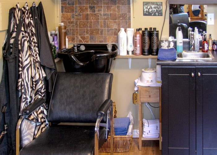Georgios 635 Salon. Wigs, toupees, hair care, scalp care, perms, milia extraction, waxing