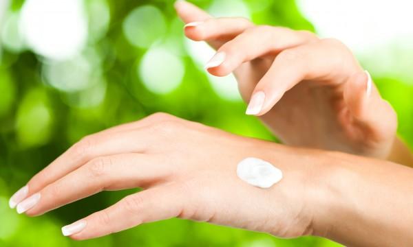 3 plant-based moisturizing ingredients for glowing skin