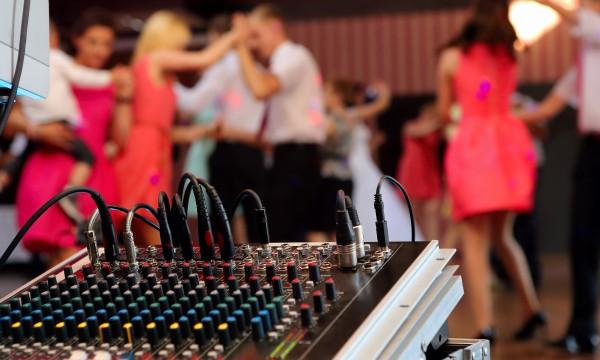Why hiring a karaoke DJ can triple your weeknight bar business