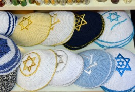 Traditional clothing for Yom Kippur