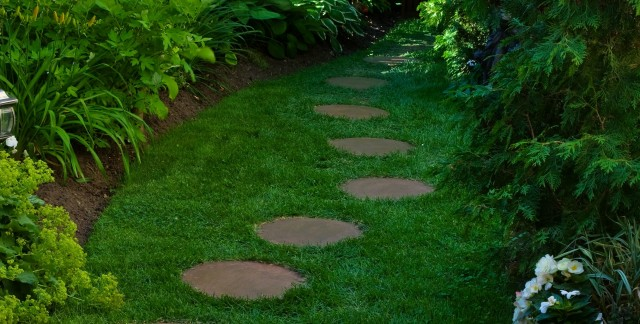 Building a stepping stone path in 3 quick steps