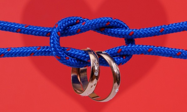 Problem-solving with string: Tying knots and removing rings