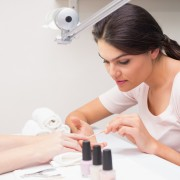 Causes and solutions for yellow nails