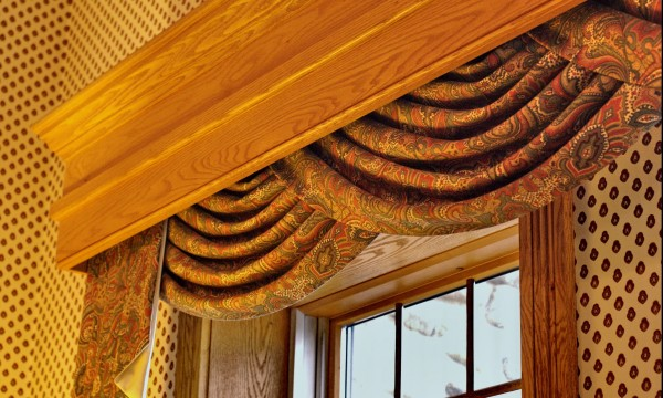 Curtain rods or curtain tracks: pros and cons