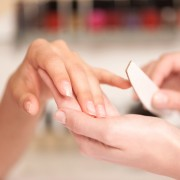 A few tricks to save money on your manicure