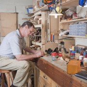 8 helpful tips for organizing your workbench