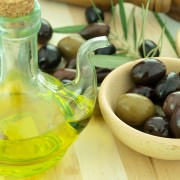 10 delicious ways to use olives and their oil