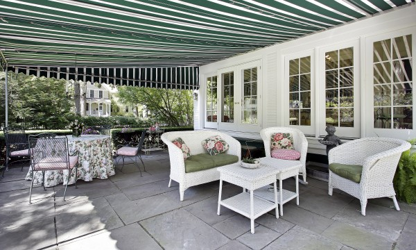How to choose the right awning fabric