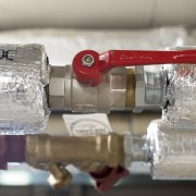 How to insulate a cold or hot water pipe