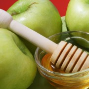 4 hacks to make eating apples easier and more fun