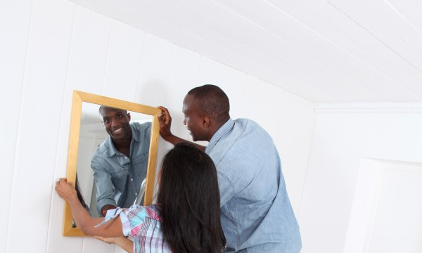 Important tips for hanging items on your walls