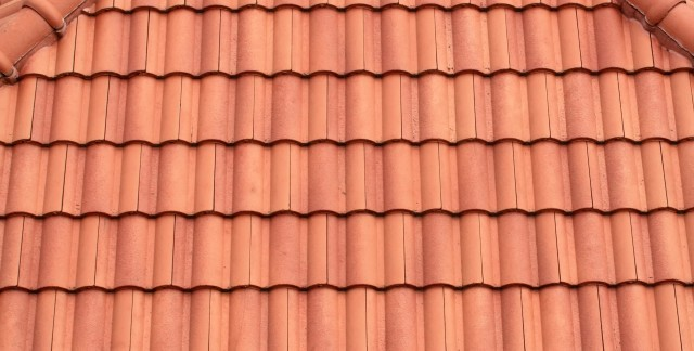Replacing a damaged roof tile in 5 easy steps