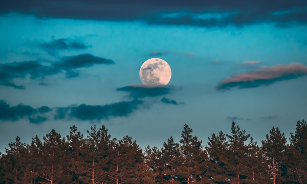 Can the full moon affect your health?