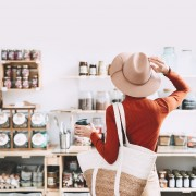 5 good reasons to shop local now