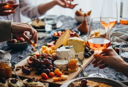 6 gourmet food and wine tours in Ontario and Quebec