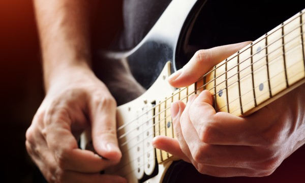 Two easy ways to tune an electric guitar
