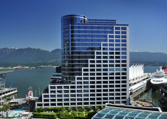 Located on Vancouver's bustling Coal Harbour waterfront, the Vancouver Fairmont Waterfront Hotel is celebrated by locals and visitors alike for its stunning views of the Burrard Inlet and North Shore Mountains.