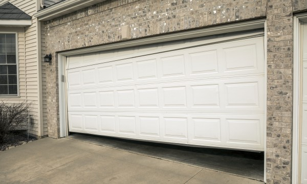Troubleshooting your garage door: 5 common problems