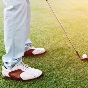 4 tips for choosing the right golf shoes