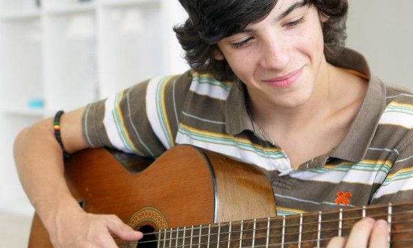 4 tips to make teaching your kid to play guitar easier
