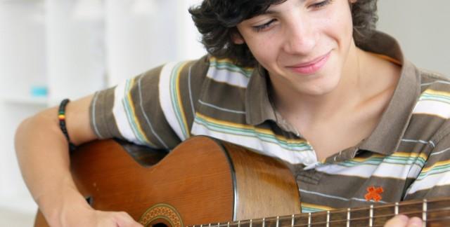 Làm sao để học chơi guitar cho nhanh