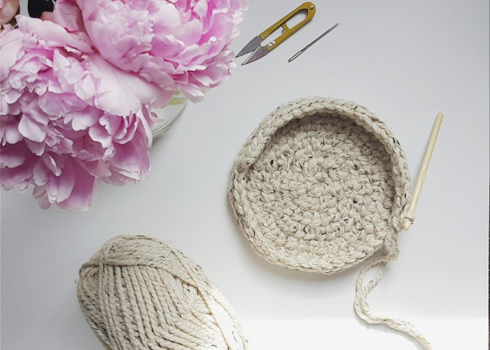 Hayden & Ella Handcrafted sells chic hand-knitted items for the home, such as blankets, cozies and more