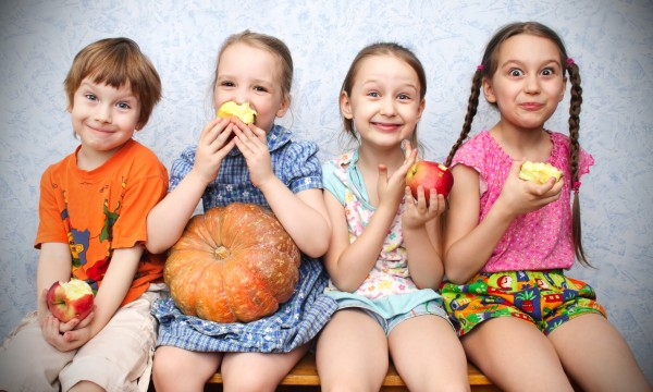 5 smart ways to get kids to eat their fruits and veggies