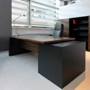 How to find the perfect home-office desk