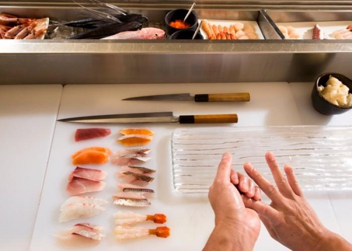 Preparing the sushis