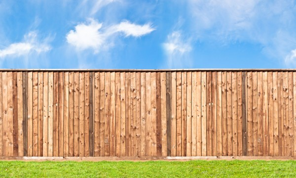DIY tips to fix a wobbly fence