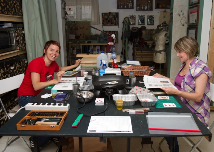 Soigné Atelier - classes in: metal and clay jewellery, acid-free jewellery etching, making soap and bath oils, felting and metal-smithing. Jewellery benches rentals