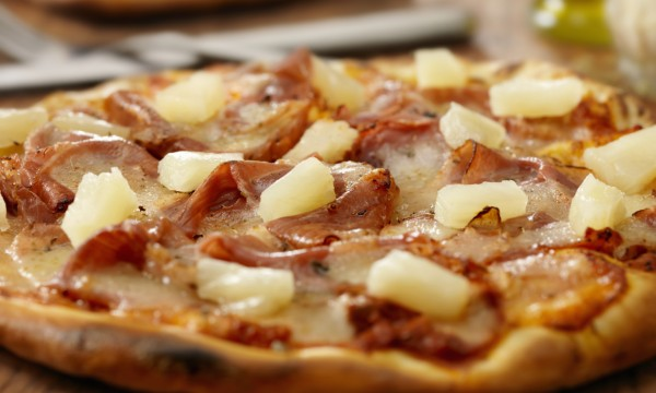 Hawaiian pizza: a delicious mix of sweet and sour