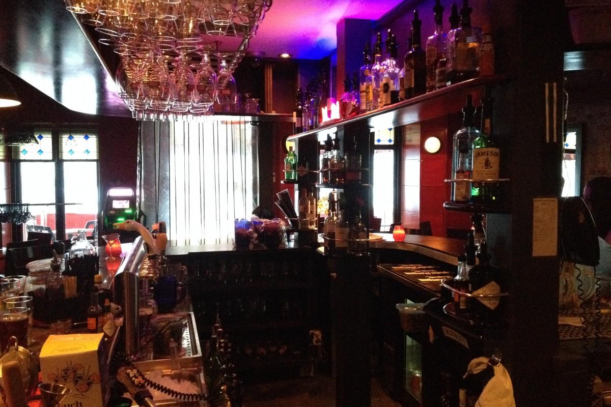pub quartier latin montr al business story. Black Bedroom Furniture Sets. Home Design Ideas