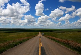 5 essential online resources for roadtripping Canada on a budget