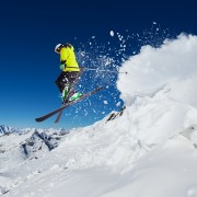 How to avoid common ski injuries to the knees