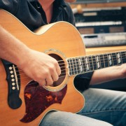 Teach yourself to play the guitar with these 4 beginner's tips
