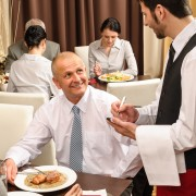 How much should you tip while travelling?
