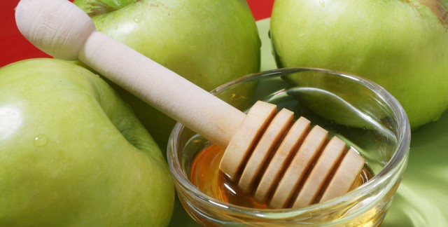 Why do people eat apples and honey on Rosh Hashanah?