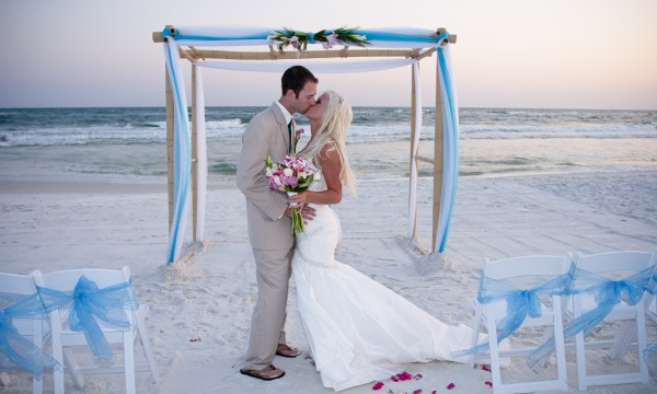 5 hints to successfully pull off your dream beach wedding