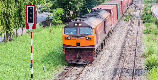 Long-distance moves by railway: eco-friendly and efficient
