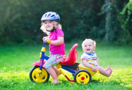 Using riding toys to help your toddlers learn to walk