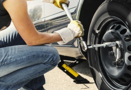 Changing a car tire in 6 easy steps