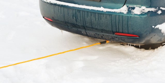 Is it safe to tow a car with a rope?