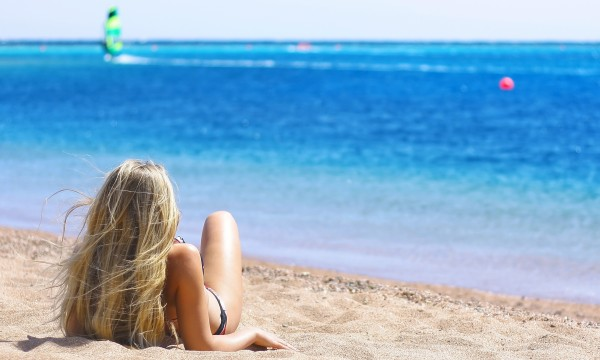 3 easy ways to get beach hair at home